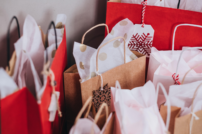 bags-black-friday-christmas-749353 (1).jpg